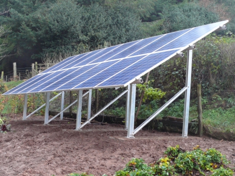ground-mounted-solar-panels-metal-frames